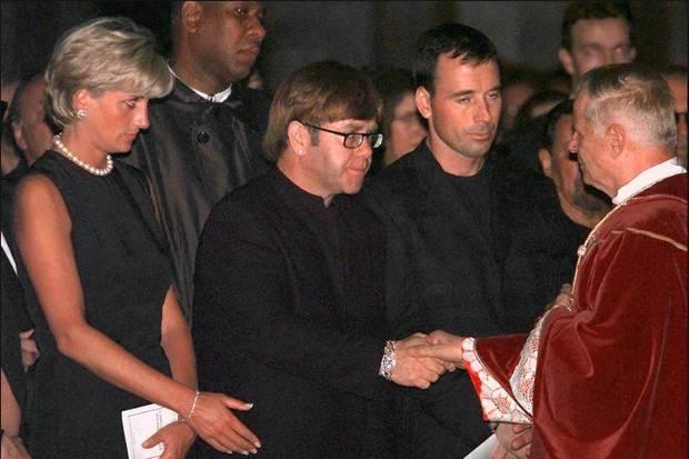 Seite an Seite trauerten Lady Diana und Elton John am 22. Juli 1997 im Mailänder Dom um Gianni Versace.