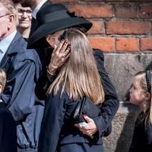 Prinzessin Mary mit ihren Kindern bei der Beerdigung der Kinder der Familie Holch Povlsen