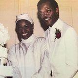 """Samuel L. Jackson und LaTanya Richardson  LaTanya Richardson ist die Frau an Samuel L. Jacksons Seite. Bereits lange bevor der Schauspieler mit """"Pulp Fiction"""" den Durchbruch schafft, tritter mit seiner großen Liebe 1980 vor den Traualtar."""