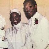 """Samuel L. Jackson und LaTanya Richardson  LaTanya Richardson ist seit 39 Jahren die Frau an Samuel L. Jacksons Seite. Bereits lange bevor der Schauspieler mit """"Pulp Fiction"""" den Durchbruch schaffte, trat er mit seiner großen Liebe 1980 vor den Traualtar."""