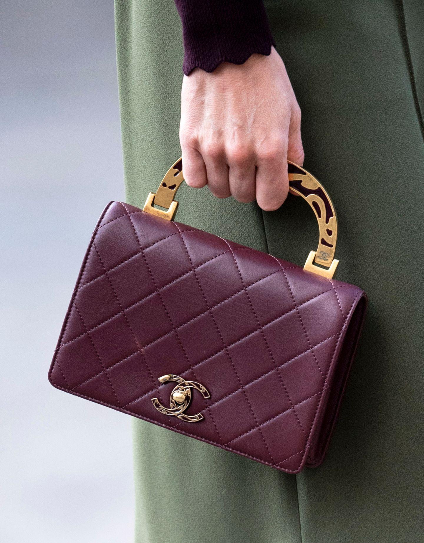 Ein echtes Liebhaber-Stück: Herzogin Catherine trägt kein gewöhnliches Modell des Labels Chanels, sondern eine limitierte Edition, um die sie vermutlich so manche Frau beneidet.