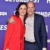 """Über zwei Jahrzehnte später treffen sich die beiden Hauptdarsteller auf dem roten Teppich wieder: Juliette Lewis und Woody Harrelson erscheinen zum 25-jährigen Jubiläum des Kultstreifens """"Natural Born Killers"""" im Egyptian Theatre in Hollywood."""