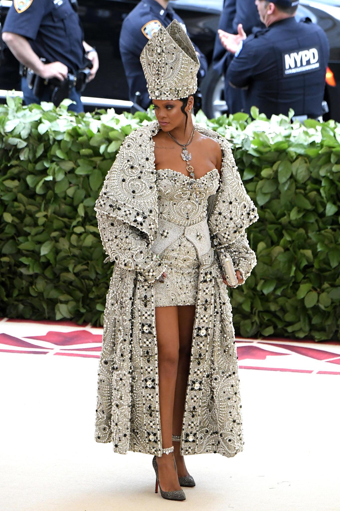 Rihanna bei der Met Gala 2018 in einem Outfit von John Galliano