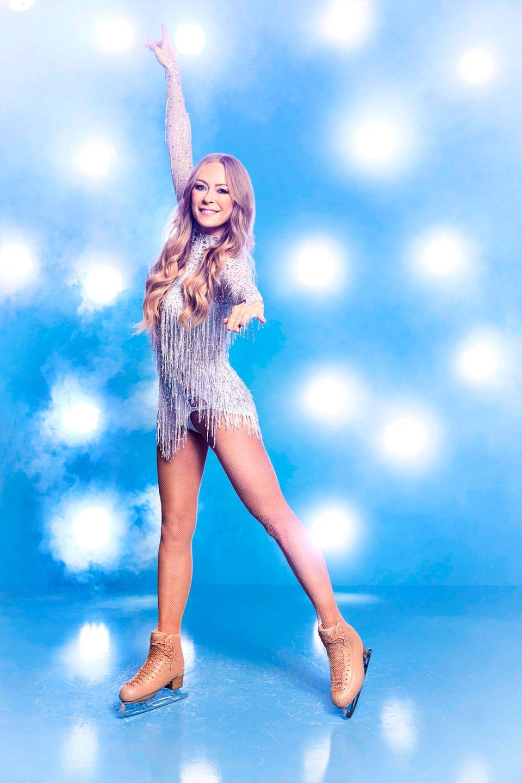 """Jenny Elvers, 47  Seit Jahrzehnten steht die Schauspielerin und ehemalige Heidekönigin schon im Rampenlicht. Bei """"Let's Dance"""" flog sie im Jahr 2007 als Erste raus. Ob es bei """"Dancing on Ice"""" für Jenny Elvers besser läuft, wird sich zeigen."""