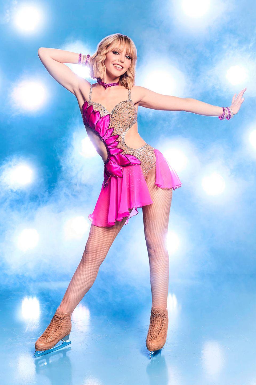 """Lina Larissa Strahl, 21  Als Bibi Blocksberg in """"Bibi & Tina"""" wurde die Schauspielerin bekannt. Der blonde Zopf ist einem coolen Bob gewichen, und ihr sportliches Outfit hat sie gegen ein glitzerndes Kostüm eingetauscht. Vielleicht steht ihr die Rolle der erfolgreichen Eiskunstläuferin genauso gut wie die der Bibi?"""