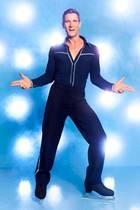"""Peer Kusmagk, 44  Der Moderator und Schauspieler hatte schon bei zwei Fernsehformaten Glück. Das Dschungelcamp verließ er 2011 als Gewinner. Bei """"Adam sucht Eva"""" eroberte er Janni Hönscheids, 29, Herz - die Mutter seiner zwei Kinder. Nun möchte er auch auf dem Eis den ersten Platz belegen."""