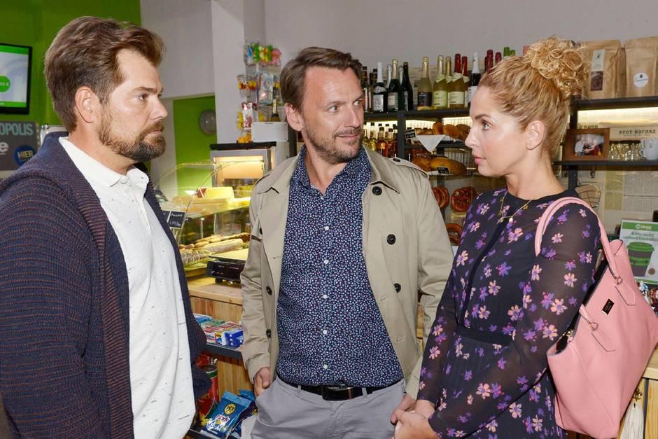 Leon (Daniel Fehlow, l.), Robert (Nils Schulz), Nina (Maria Wedig)