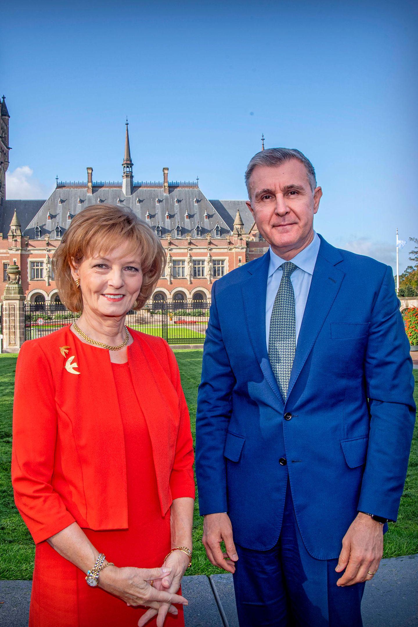 10. Oktober 2019  Seltene Gäste: Prinzessin Margarita und Prinz Radu von Rumänien sind für einen dreitägigen Besuch in die Niederlande gereist. Ihren Aufenthalt starten sie am Internationalen Gerichtshof in Den Haag.