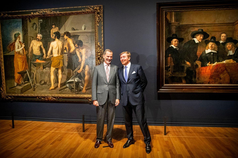 10. Oktober 2019  Da amüsieren sich aber zwei ganz königlich! Felipe von Spanien und Willem-Alexander der Niederlande eröffnen dieRembrandt-Velázquez-Exhibition im Amsterdamer Rijksmuseum gemeinsam, und das ist offensichtlich eine spaßige Angelegenheit für die befreundeten Monarchen.