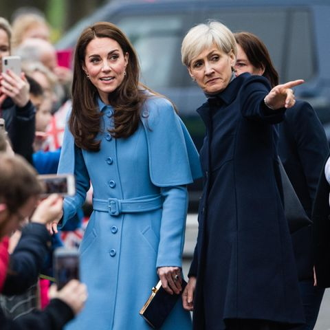 Hier lang! Catherine Quinn (r.) zeigt Herzogin Catherine , wo's lang geht.
