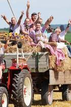 Inka Bause mit den Bauern