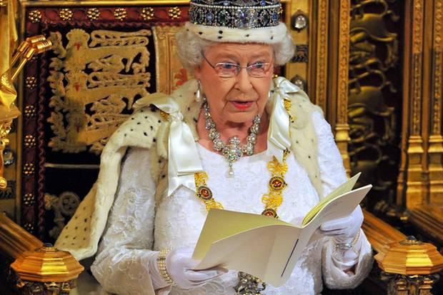 Queen Elizabeth 2014 beim Verlesen ihrer Rede.