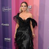 Auch auf dem Red Carpet ist JoJo zu finden. So präsentiert sie sich unter anderem bei der amfAR Gala in Los Angeles im Oktober 2019 und posiert für die Fotografen.