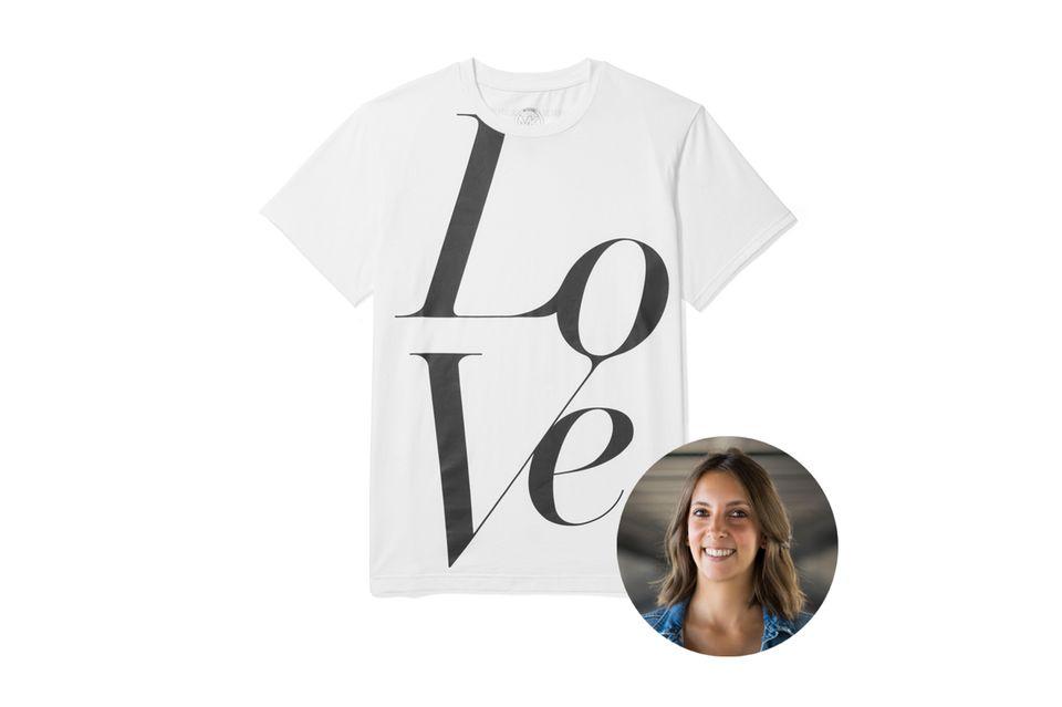 """Redakteurin Jessica testet das """"Love""""-Shirt von Michael Kors. Die Special-Edition wird extra zum World Food Day gelauncht und macht auf den weltweiten Hunger aufmerksam. Die Einnahmen der verkauften Shirts werden allesamt gespendet."""