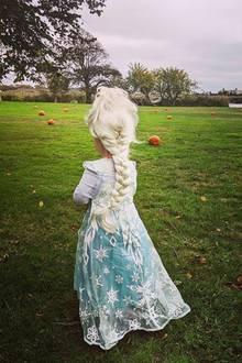 Nicky Hiltons Tochter Lily Grace verkleidet sich in froher Erwartung auf Halloween schon mal alsElsa, die Eiskönigin.
