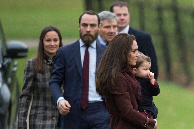 Die Familie Middleton (v.l.n.r.): Pippa, James, Michael und Kate (mit Prinzessin Charlotte auf dem Arm)