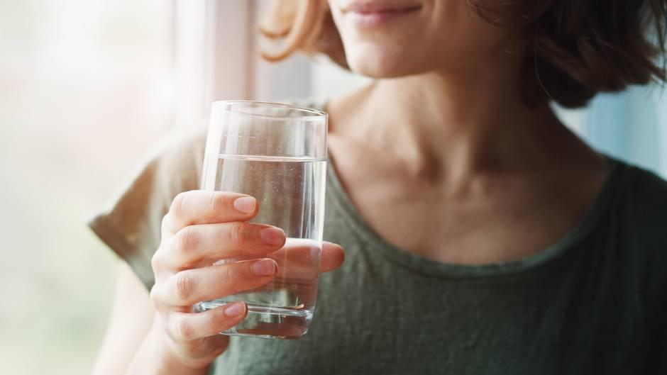 Das richtige Getränk: Warum Wasser nicht unbedingt der beste Durstlöscher ist