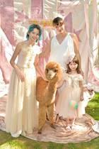 13. Oktober 2019  Süßer wird's nicht mehr:Milla Jovovich mit Babykugel, ihren zwei bezaubernden Töchtern Ever und Dashiel und in ihrer Mitte ein knuddeliges Alpaka. So lässt sich das 10-jährige Jubiläum des Kindermodelabels Tutu Du Monde in Beverly Hills doch hervorragend feiern!