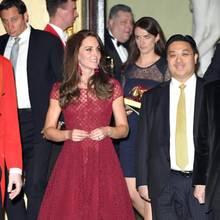 Herzogin Catherine mit Sophie Agnew im April 2017 bei einem Termin in London.