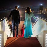 14. Oktober | Tag 1  Um 21.30 Uhr Ortszeit landen Prinz William und Herzogin Catherine auf dem Militär-Flughafen Nur Khanvor den Toren Islamabads. Ein Palast-Fotograf hält die Ankunft der Royals aus dieser besonderen Perspektive fest.
