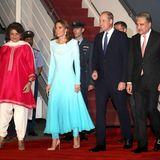 14. Oktober | Tag 1  Kate und William werden vombritischen Hochkommissar und einer Ehrengarde des Präsidenten begrüßt.