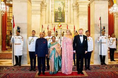 14. Oktober 2019  Der erste, mit Terminen prallgefüllteTag derroyalen Indien-Reise ist geschafft und findet mit einem Gala-Dinner in Präsidentenpalast seinen prachtvollen Abschluss.