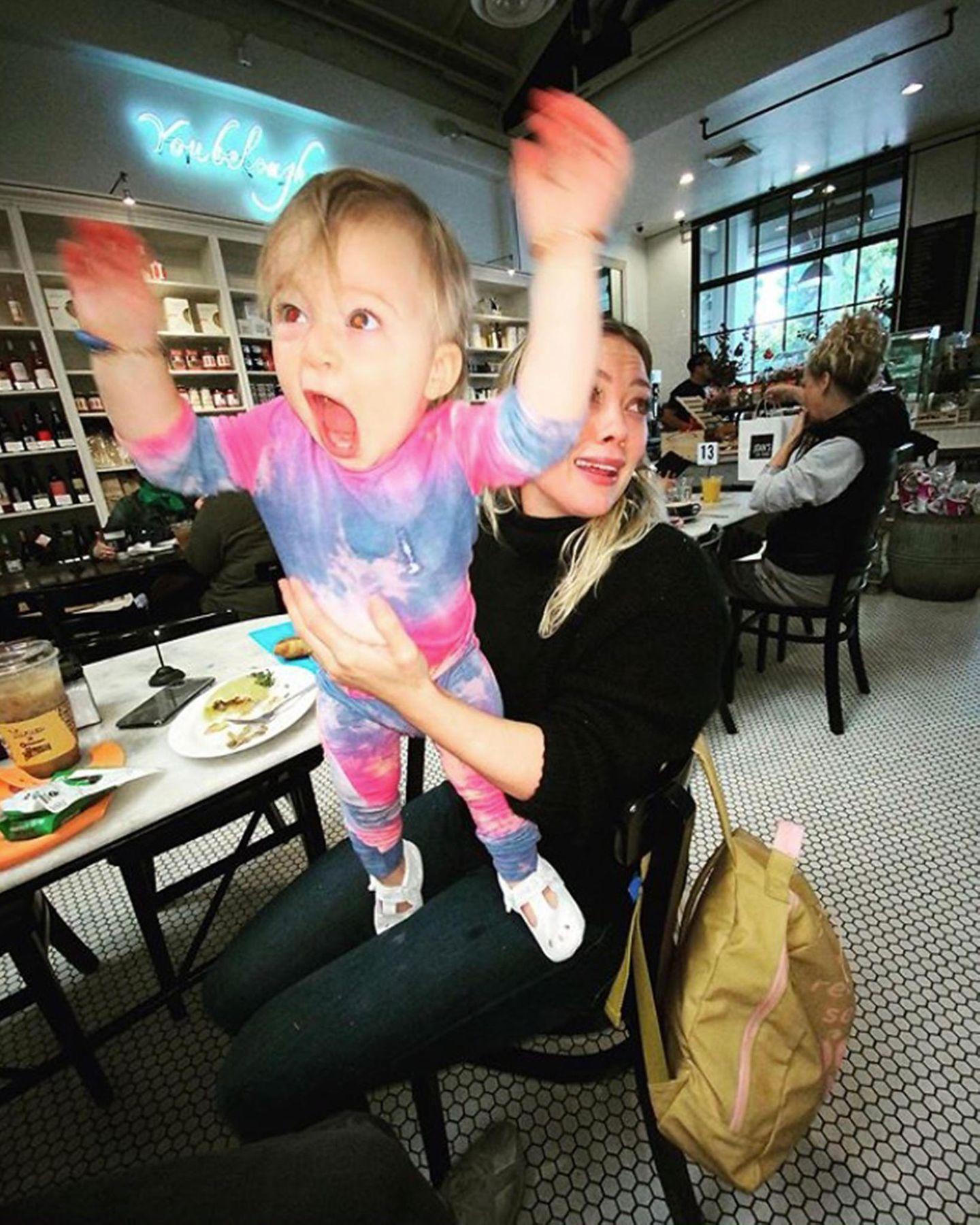 14. Oktober 2019  Aaaargh! Ihrem Gesichtsausdruck nach zu urteilen, könnte Hilary Duff mit ihrer kleinen, aber schon ziemlich energischenTochter Banks ein wenig Hilfe gebrauchen. Und genauso kommentiert sie auch diesen lustigen Schnappschuss.