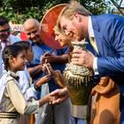 """Königin Maxima und König Willem-Alexander beim Besuch des Projektes """"Go-Girls-Go"""" in einer öffentlichen Schule."""