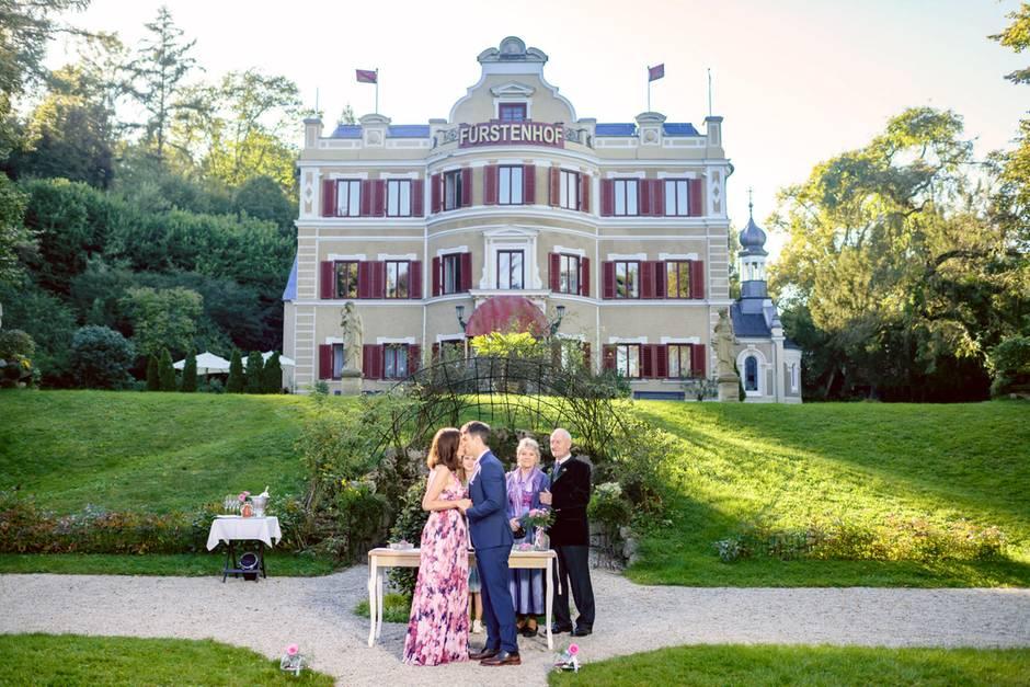"""""""Sturm der Liebe"""": Eva (Uta Kargel) und Robert (Lorenzo Patané) heiraten."""