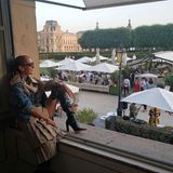 Inspirierend:Céline Dion saugt nur allzugern die Sehenswürdigkeiten und Töne der schönen Stadt an der Seine auf.