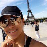 Mit großer Sonnenbrille und Cap kaum zu erkennen, ist Eva Longoria unter den vielenBesuchern am Eiffelturm auch nur ein glücklicher Tourist.
