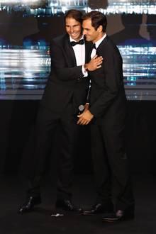 """Enge Freunde: Rafael Nadal und Roger Federer bei der Gala des """"Laver Cups"""" 2019 in Genf."""