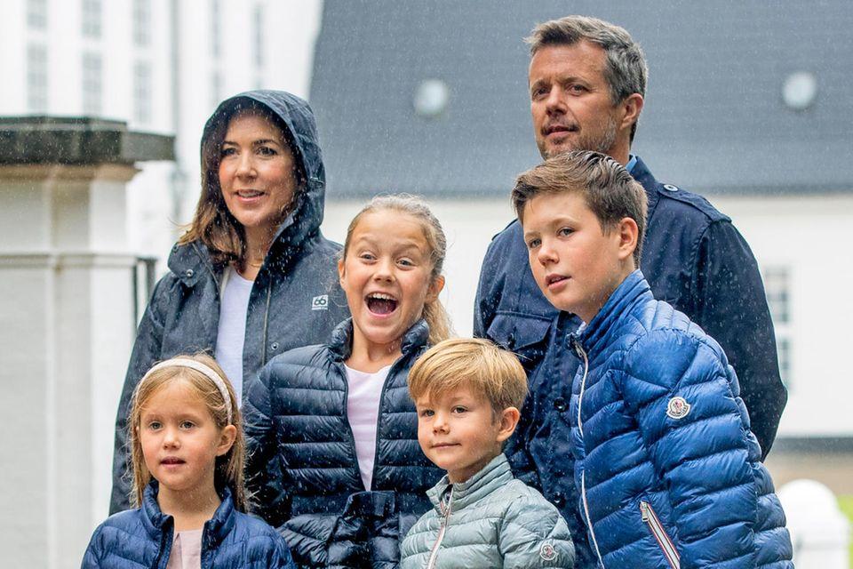 Kronprinzessin Mary und Kronprinz Frederik werden ihre Kinder Prinz Christian, Prinzessin Isabella, Prinz Vincent und Prinzessin Josephine für einige Zeit auf eine Schweizer Schule schicken.