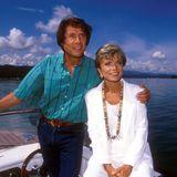 """13. Juli 1993  Das Schauspielerei liegt dem Multitalent ebenso: An der Seite von Uschi Glas spielt Udo Jürgens in der RTL -Serie """"Ein Schloß am Wörthersee"""" mit."""