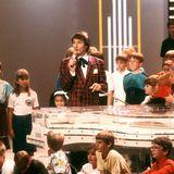 """30. August 1987  Bei großen Fernsehsendungen wie der Benefiz-Show """"Groß hilft Klein"""" begeistert Udo seine Zuschauer anden Bildschirmen."""