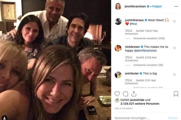 Justin Theoux kommentiert Jennifer Anistons Premiere-Postals Erstes.