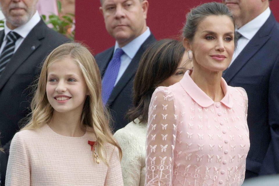 Prinzessin Leonor mit ihrer Mutter Königin Letizia von Spanien