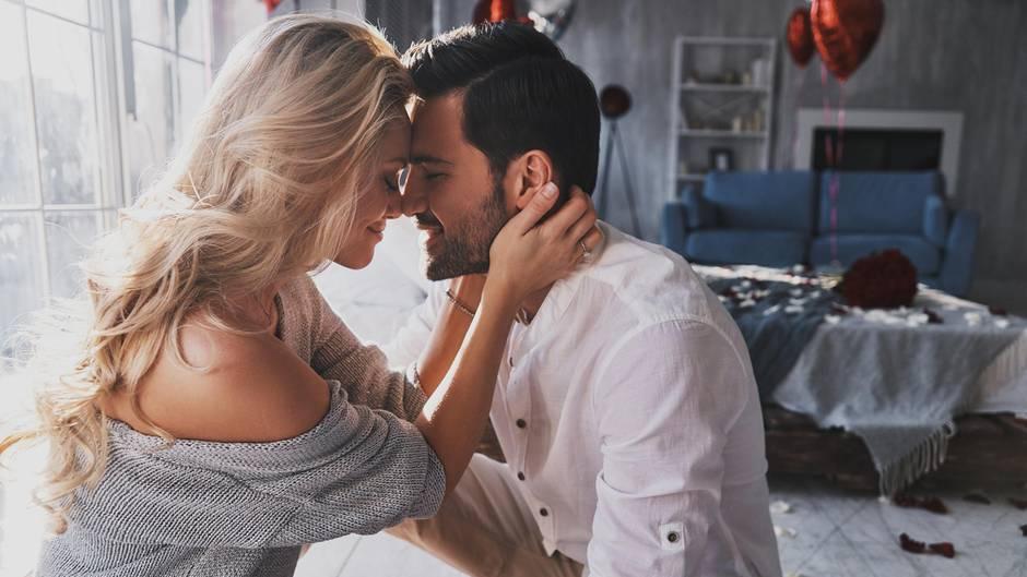 Astrologie: Diese Sternzeichen-Paare können sich nicht widerstehen