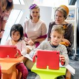 Gemeinsam nehmenStéphanie und Mathilde an einem Seminar über medizinische Innovationen teil.