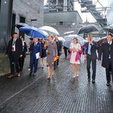 Bei Regen werden sie über das Universitätsgelände geführt.