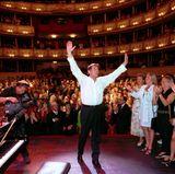 """1. Juli 2001  Beim Benefiz-Konzert für die """"Udo Jürgens-Stiftung"""" in der Wiener Staatsoper erntet der Musiker tosenden Applaus."""