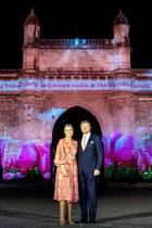"""16. Oktober 2019  Den dritten Tag ihres Staatsbesuches in Indien lässt das niederländische Königspaar stimmungsvoll am """"Gateway of India"""" in Mumbai ausklingen."""