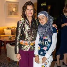 16. Oktober 2019  Während ihrer Libanon-Reise besucht Königin Silvia auch die Organisation War Child und trifft syrische Flüchtlingskinder.