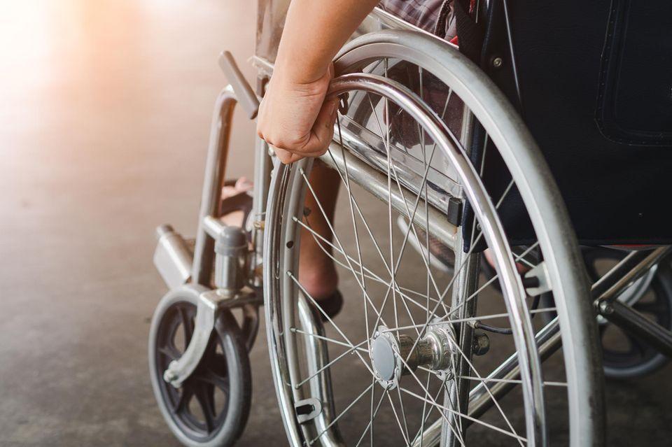 Frau versuchte Kokain im Rollstuhl zu schmuggeln (Symbolbild).