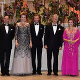 Zusammen mit Erbgroßherzog Guillaume, Großherzog Henri und Erbgroßherzogin Stéphanie posieren sie für ein Erinnerungsfoto.