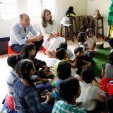 17. Oktober | Tag 4  Prinz William und Herzogin Catherine besuchen ein SOS-Kinderdorf in Lahore und schauen sich an, wie Mitarbeiter den Kindern trotz der schwierigen Umstände den Alltag so schön wie möglich gestalten wollen.