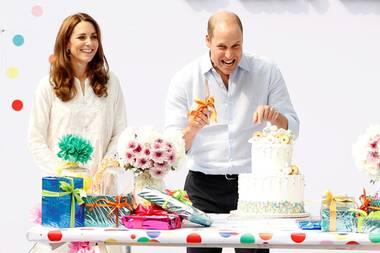 17. Oktober | Tag 4  Das passende Kindergeburtstags-Entertainment liefert Prinz William gleich mit und machtvor seinem Publikum ordentlichFaxen.