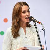 17. Oktober | Tag 4  Kate hält imWaisenhauses ihre erste Rede der Royal-Tour durch Pakistan. Darin lobt sie die Arbeit der Mitarbeiter für die Kinder und betont die Wichtigkeit von Familie.