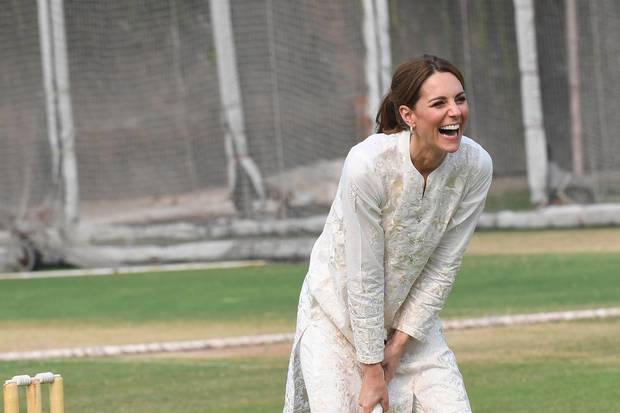 Herzogin Catherine hat beim Sport in Lahore mächtig Spaß.