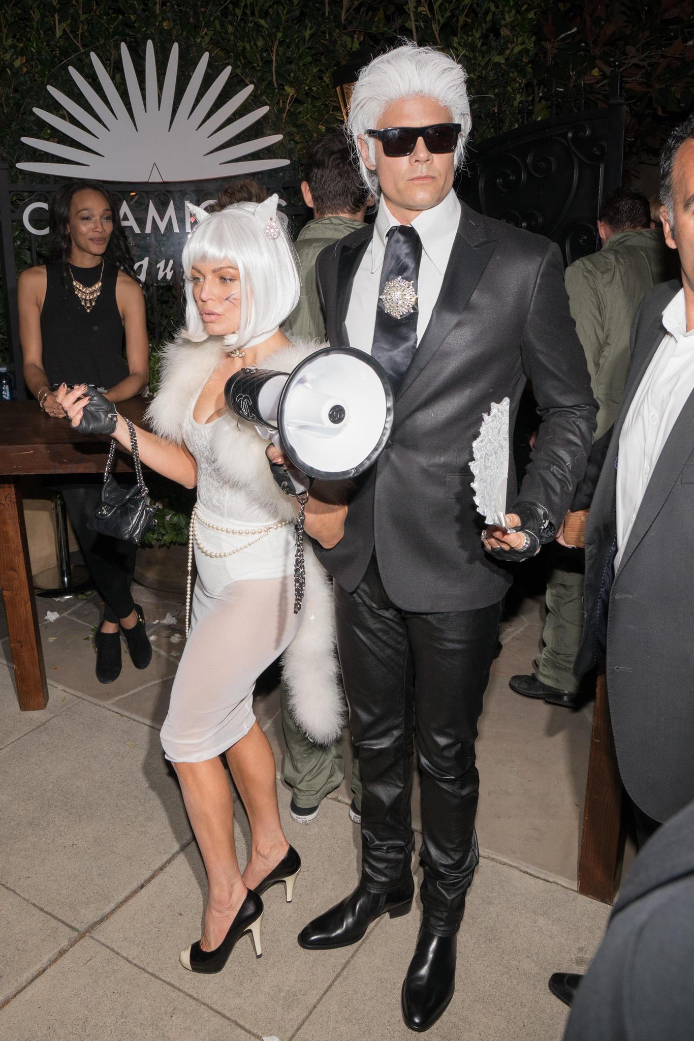 Fergie und Josh Duhamel als Choupette und Karl Lagerfeld verkleidet